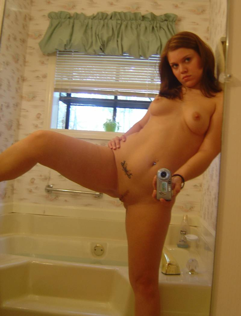 Sexy Brunette Cock Sucker