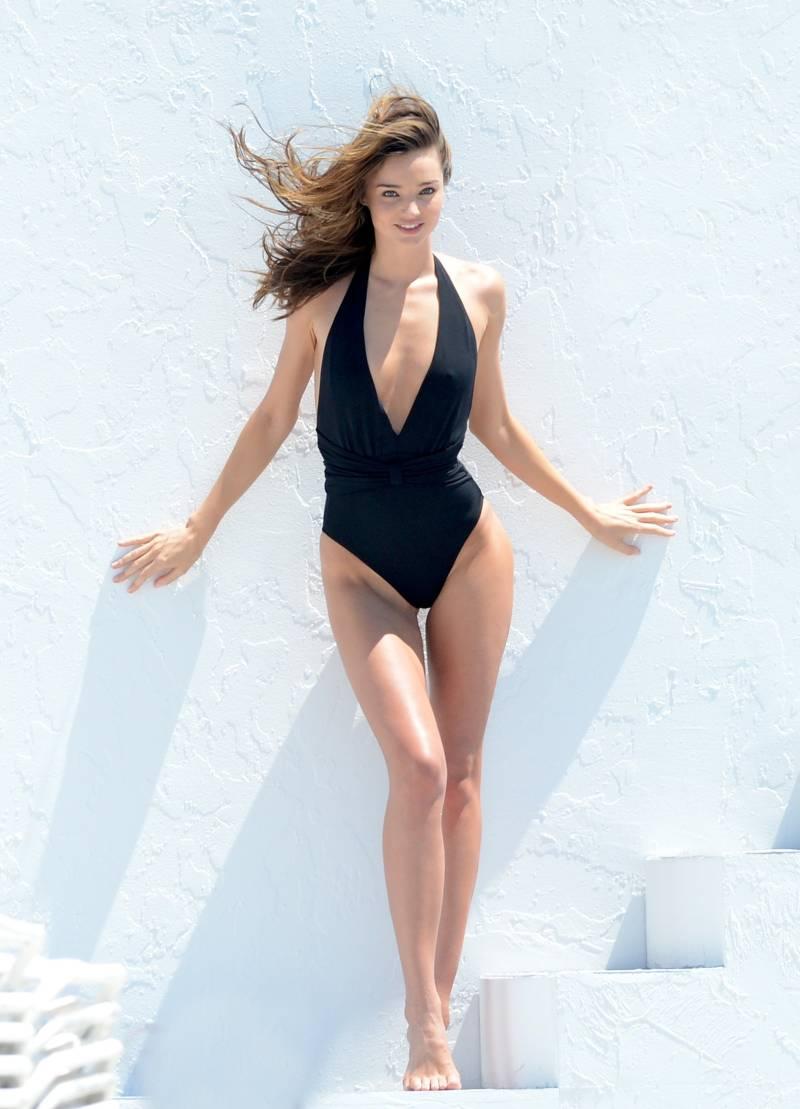 Topless Miranda Kerr gekiekt tijdens shoot Miami - VK Magazine миранда керр вк